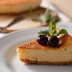 カフェクアラ - 地元奥多摩町の菓子工房の手作りチーズケーキです。