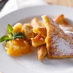 カフェクアラ - 奥多摩名産の柚子の香り爽やかなデザートフレンチトースト。奥多摩産柚子ジャム&バナナソテー添え。