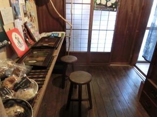 ロジカフェ - 安定感悪いし、超~座りにくい椅子やった~('◇')ゞ