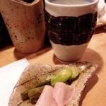 炭心 - お漬物:桜大根、セロリ、ウド