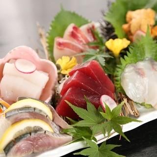 新鮮な魚でお造りを!本日仕入れた魚からお選びください。