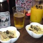 福来呂 - ビンビール(アサヒスーパードライ)にオレンジジュース。付出しはきのこスパゲティ。