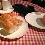 ばりお食堂 - パンを追加 ほんのり温かい