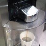 セブンイレブン - コーヒー注入中