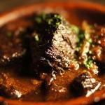 ガポス - 和牛スジの赤ワイン煮