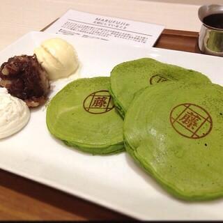 MARUFUJI CAFE - 米粉と豆乳のパンケーキ 抹茶