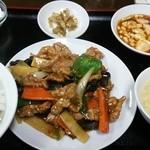 中華料理 新興楼 - ある日の定食から(牛肉のオイスターソース炒め)