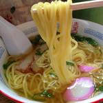千崎製麺 - 麺はツルツル スープはさっぱり。 この充実で200円は驚き!