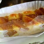 こんぱる 本店 - りんごを甘めに煮たコンポートとクリームをタルトに流し込んだ洋菓子。