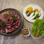 焼肉れすとらん 大幸 - セットにはお肉のほかサンチュ&野菜焼き付