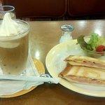 シャノアール - 料理写真:プレスサンド(ハムチーズ)&オーレフロート