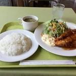 JUN - 鶏の竜田揚げ定食700円、食券買います