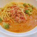 エスプレッサメンテ・イリー - ずわい蟹とロマネスコのトマトクリーム・リングイネ