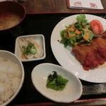 沖縄創作ダイニング 菜美ら - 日替りランチはチキンカツ、ドリンク付きで¥850ならいいよね。