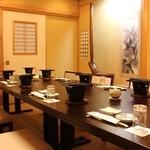 太助寿し - 新館「亀の間」日本製の畳と机を拵えた、優雅な和の空間で、食をお楽しみください。