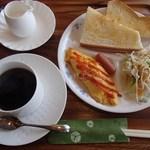 アジ カフェ - Aji Cafe モーニングセット(390円)※写真はホットコーヒーで、ドリンクの種類によって価格が変わります