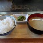 鈴 - ランチセットのご飯味噌汁です