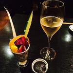 グリーンスポット - スパークリングワイン。クレマン・ド・リムー。そしてお通しは野菜スティック。