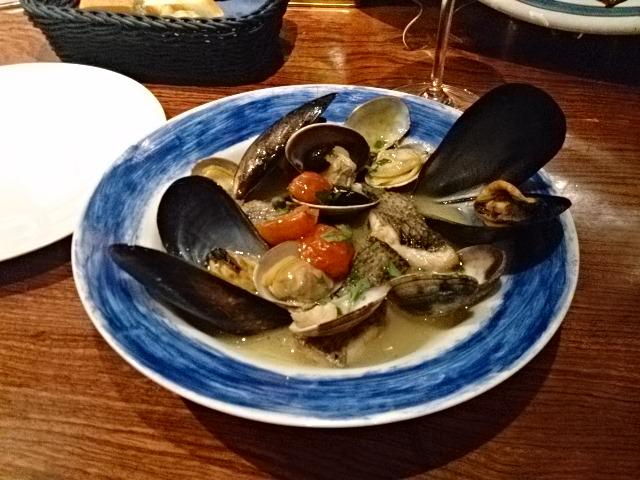 トラットリアビコローレヨコハマ - くろむつあさりムール貝、ドライトマト魚師風味まりナーラ