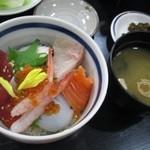ヨコヤマ ユーランド鶴見 - ミニ海鮮丼