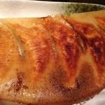 花宴 - 料理写真:パリパリの羽根つき焼餃子