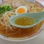26379418 - 香味徳由良店・ラーメン中・スープ近影(2014.01)