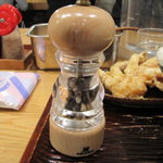 うどん 丸香 - 肉うどん用のペッパーミル