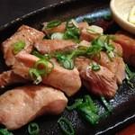 御肉 - ◆厚切り上タンのレア焼き