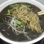 ラーメンふじ井 - 「黒坦々麺」麺を下から上げてみました。