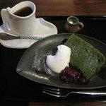 2639384 - 抹茶シフォンケーキセット(ホットコーヒー) 750円