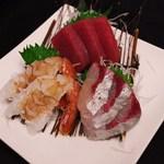 まぐろ三昧那智 - 旬の鮮魚お造り盛り合わせ!!仕入れによって内容は変わります。980円