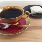 三ツ豆珈琲 - 料理写真:深めの珈琲と自家製レアチーズケーキのセット