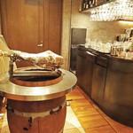 ビキニ ピカール - ワイン樽の上に〜♬