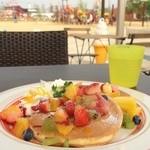 パークカフェ - 季節のフルーツパンケーキ