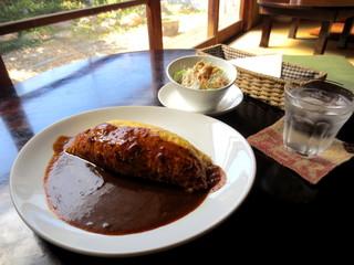 喫茶シララ - 喫茶店のオムライス¥760(サラダ付き)