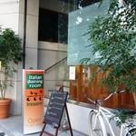 トレセミ - 市役所側からロイヤルパインズホテルに向かって撮影
