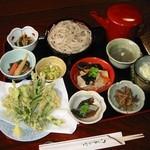 宮古そば 権三郎 - 当店オリジナルの山野草の天ぷら!十割そばは食べ放題です。