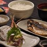 ◆あじのたたきとあじの干物定食…1,500円