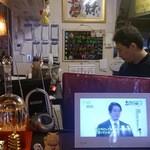 餃子酒家 新ちゃん堂 - 厨房で働く大将