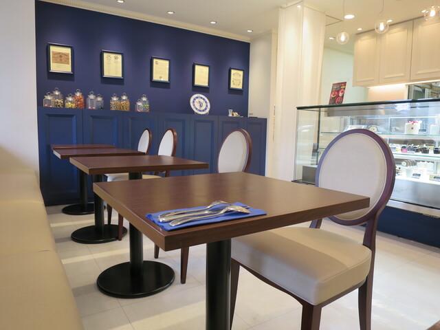 カファレル 神戸北野本店 - テーブルは5卓のみ