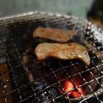 仙台 あべちゃんの店 - 牛タン 焼き中