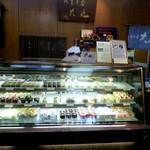 菓子処 大丸 - 和菓子が中心ですがケーキも売っています