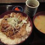 ぶた右衛門 - ランチの豚丼 680円