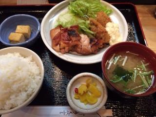 喜楽や - 鶏味噌焼きとカキフライランチ750円