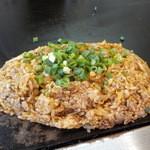 鈴 - キムチ飯。ネギをパラパラ:2014/4