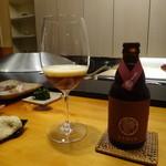 まつむら - 日本のメーカーのおいしいベルギービール。これは、赤。