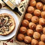 スクラッチ - 自家製パンときのこのピッツァ