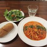 山王CAFE - モッツァレラチーズとフレッシュバジルのトマトパスタ セット