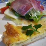 26435592 - キッシュ、生ハムと野菜サラダ