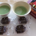 C3 - 焼きティラミス:4個入り+抹茶と共に